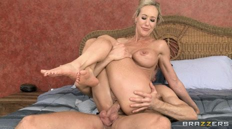 GIFs MILF. More than 100 pieces of porn pictures of beautiful mothers