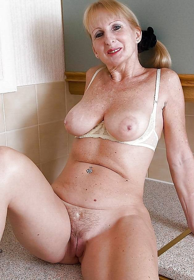 Porn Photo of Older Women. Large Collection of More Than 100 Pieces