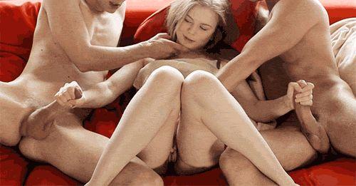 Порно гифки МЖМ (мужчина-женщина-мужчина). Более 100 штук!